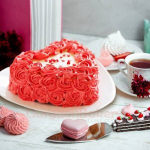 red rose heart shaped cake
